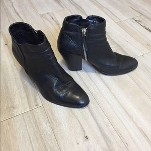 Dolce vita bootie with size zip black size 6
